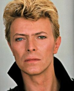 David-Bowie-eyes-eyes-38141404-407-500