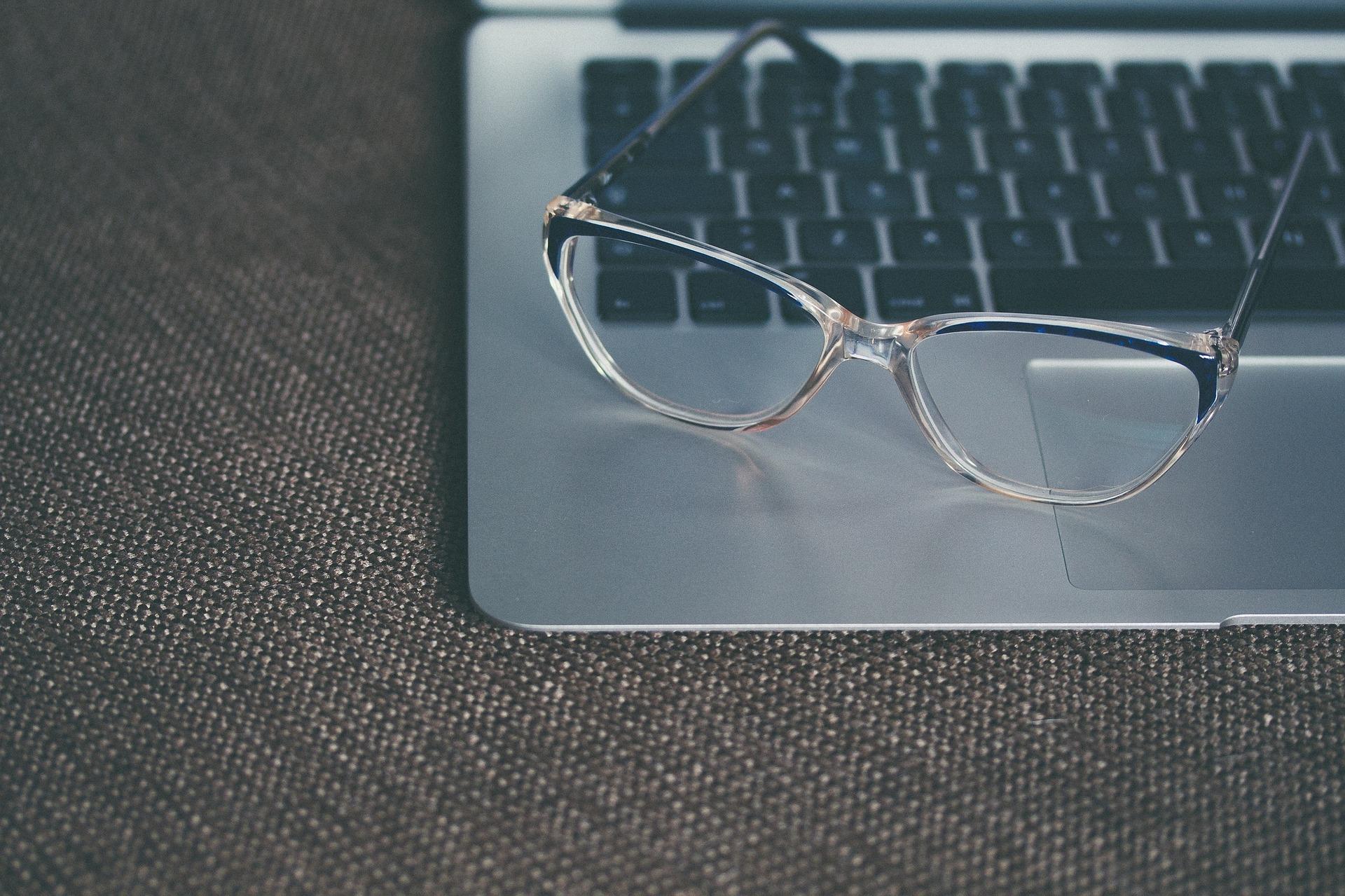 eyeglasses-1245879_1920-1