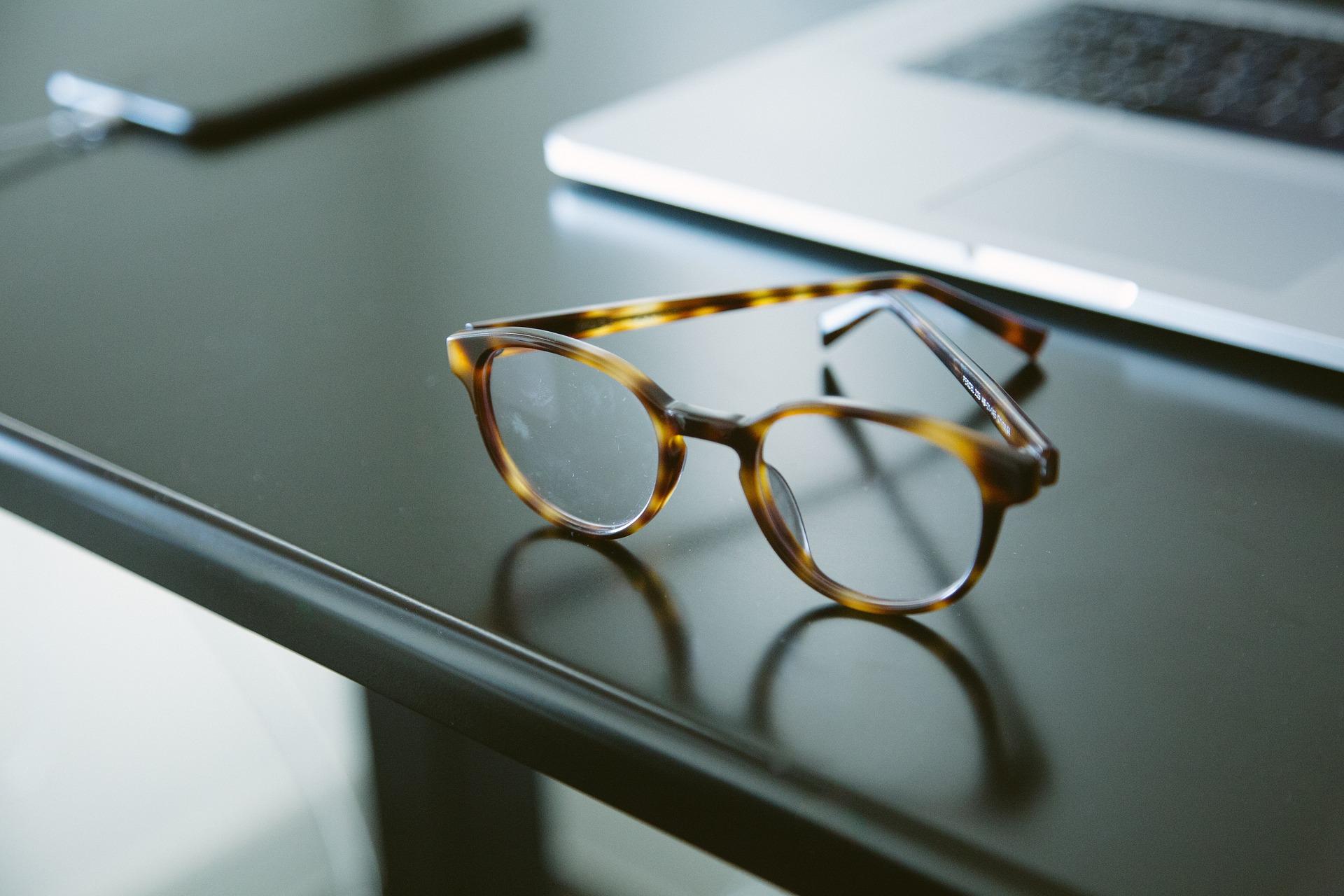 eyeglasses-2593033_1920
